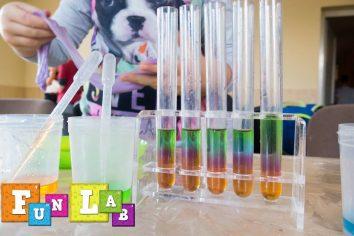 kolorowe probówki warsztaty naukowe